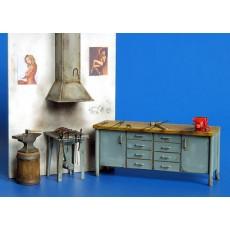 Kit de herrería, fragua, armario, yunque y herramientas - Para Maquetar - Plus Model 335