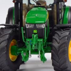 Tractor John Deere 5125 R - Miniatura 1:32 - Schuco 450772700 detalle frontal