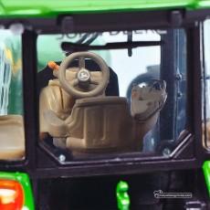Tractor John Deere 5125 R - Miniatura 1:32 - Schuco 450772700 detalle interior de la cabina