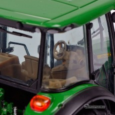 Tractor John Deere 5125 R - Miniatura 1:32 - Schuco 450772700 cabina