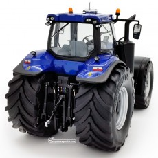 Tractor New Holland T8.435 Blue Power con ruedas Vredestein - Miniatura 1:32 - 72MM002 vista posterior