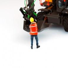 Figura tirando de cadena - Miniatura 1:32 - ADF 32144 en diorama