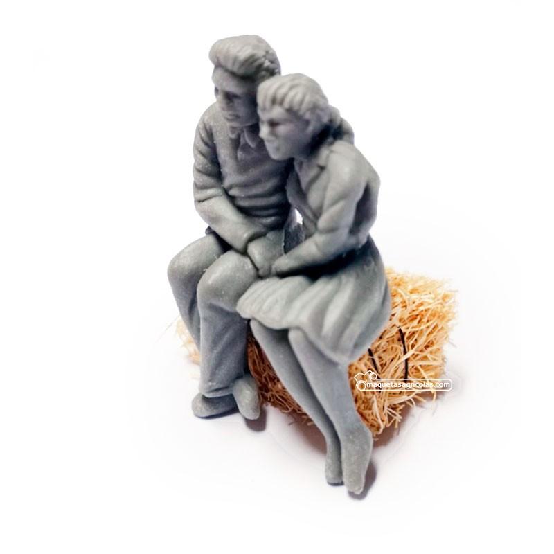 Figura de pareja sentada - para pintar - Miniatura 1:32 - Artisan 04871