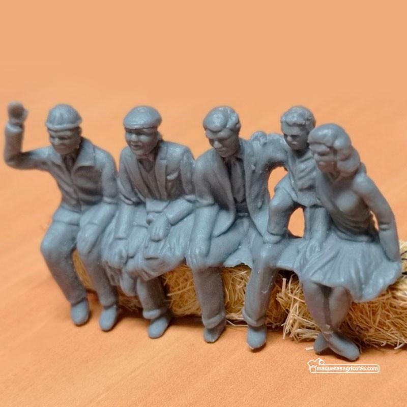 Grupo de 4 personas sentadas y un niño - para pintar - Miniatura 1:32 - Artisan 04873