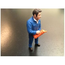 Hombre con buzo azul añadiendo aceite - Miniatura 1:32 - ADF 32126
