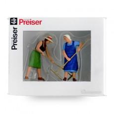 Campesinas con rastrillo ( 2 mujeres) - Miniatura 1:32 - Presier 63075 caja