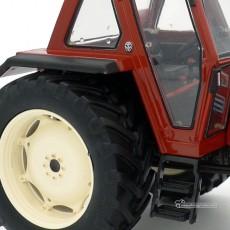 Tractor FIAT 110-90 - Miniatura 1:32- Replicagri REP020 detalle rueda e interior