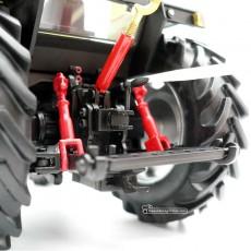 Reproducción a escala 1:32 del tractor Case IH 845XL del fabricante Replicagri Ref: REP 129 detalle tripuntal con accesorios