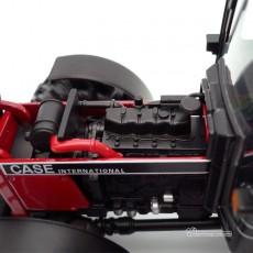 Reproducción a escala 1:32 del tractor Case IH 845XL del fabricante Replicagri Ref: REP 129 capó abierto izquierdo