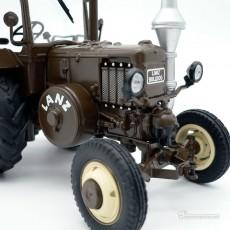 Tractor Lanz Bulldog con techo y cuba de estiércol - Miniatura 1:32 - Schuco 450769900 detalle motor