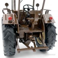 Tractor Lanz Bulldog con techo y cuba de estiércol - Miniatura 1:32 - Schuco 450769900 detalle posterior tractor