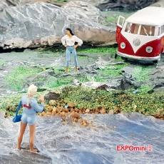 3 chicas jóvenes - Miniatura 1:32 - Presier 63070 ejemplo en diorama 1
