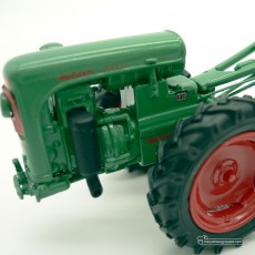 Motocultor con carro y conductor - *Ed. limitada - Miniatura 1:32 - Schuco 89520 detalle izquierdo del motor
